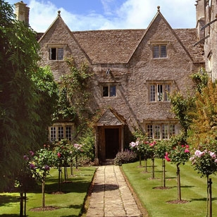 Burford-Local-Attraction-tile-KelmsCottManor-308x308