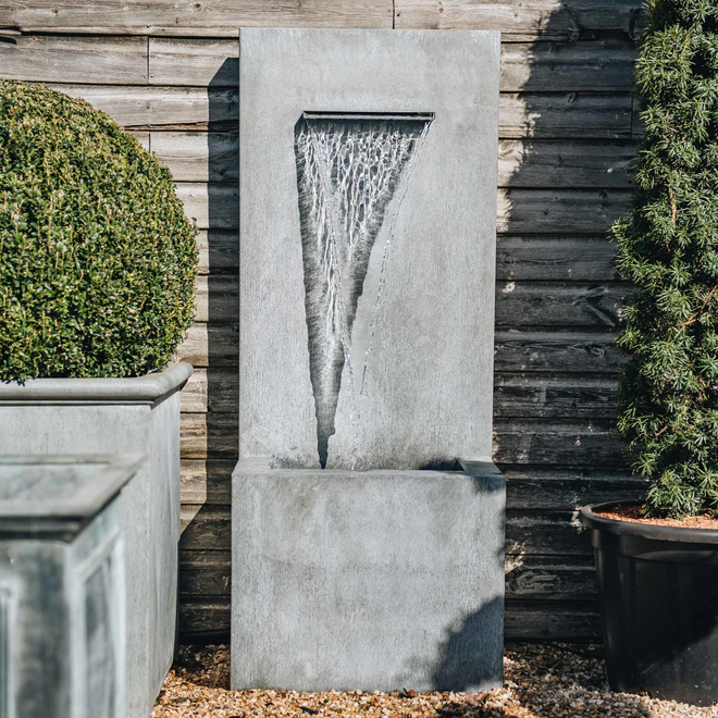 Arno,Water Feature,indoor water feature,outdoor water feature,designer water feature,italian water feature,garden water feature,garden waterfall,zinc waterfall,garden fountain,contemporary water feature,modern water feature,zinc water feature,arno tall