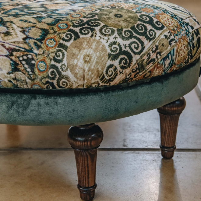 Crawford Stool Rio Olive, detail of legs