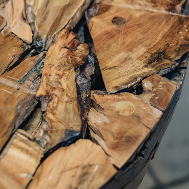 Round Driftwood Bar Table, detail of table surface
