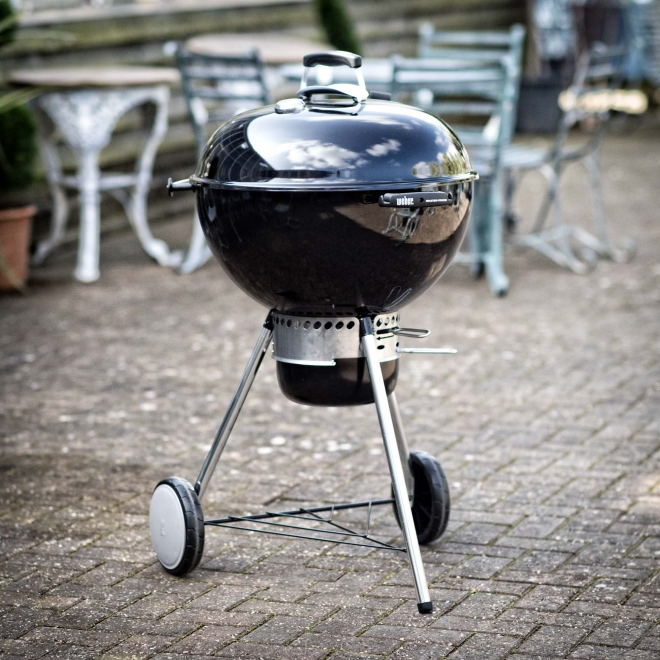 Weber Premium Master-Touch Barbecue in Black