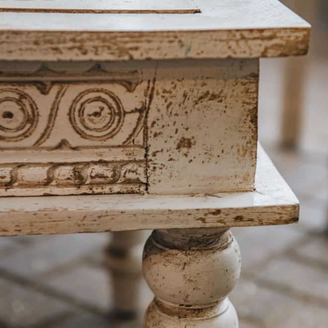 Bobbin Ivory Indian Coffee Table, detail of tabletop