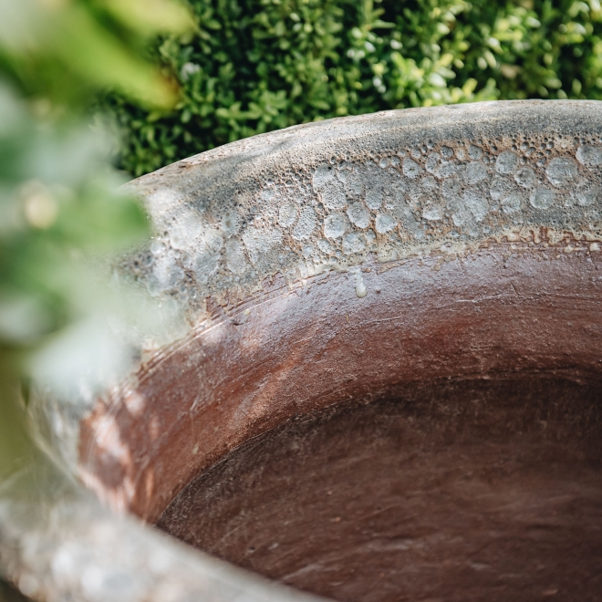 Brown Round Volcano Pot (Lipped) - Detail