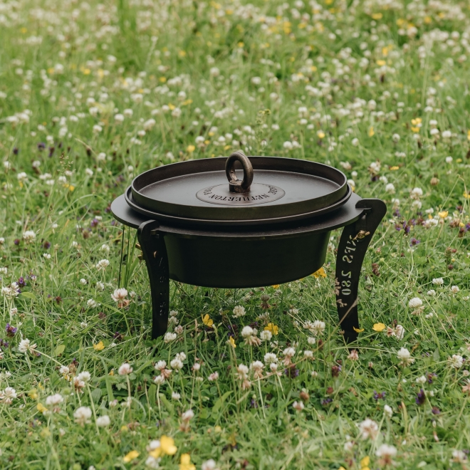 Dutch Oven with Lid and Stand